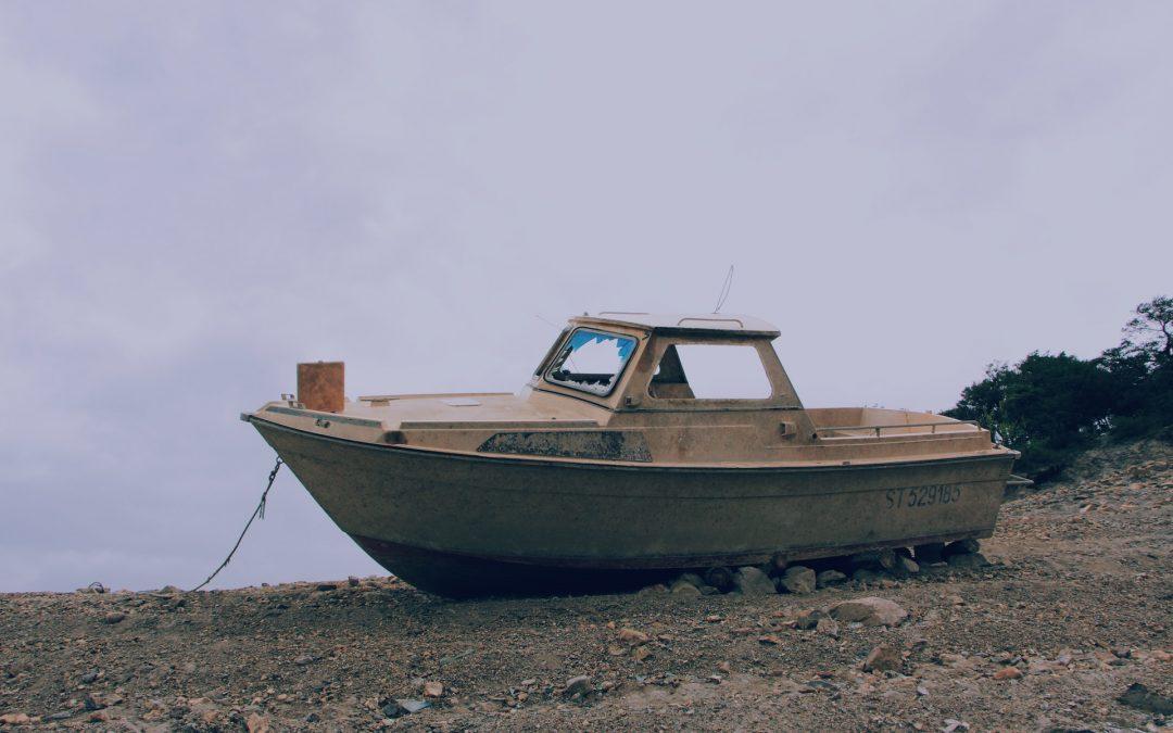 Boot gezonken? Zo snel mogelijk laten afvoeren